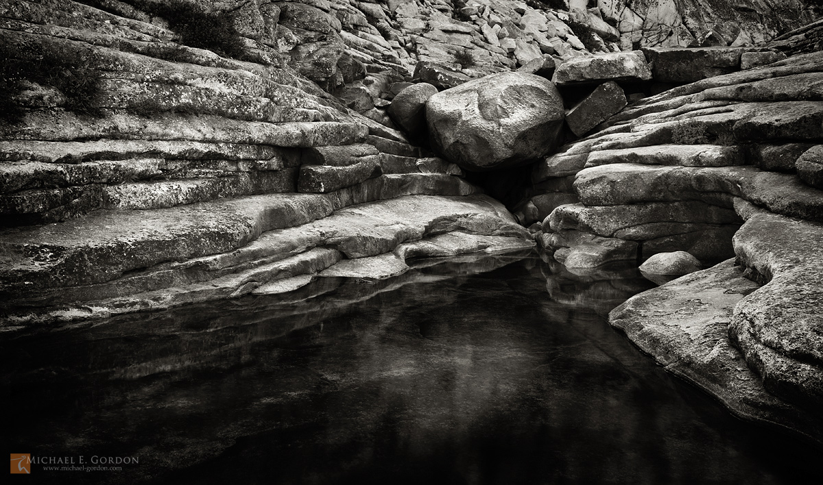 photo,picture,pool,bath,sacred,secret,Indian,canyon,Yosemite,granbite,exfoliation,layers,lines,b/w,black and white,monochrome,boulders,lichen, photo