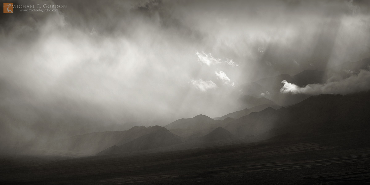 photo,picture,b/w,b&w,black and white,light,cloud,veil,virga,vapor,mist,ethereal,wind,Death Valley,Panamint Mountains,b&w, photo